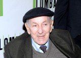 Jack Klugman, who starred in hit TV series in the 1970s and 80s, has died at the age of 90 in Los Angeles