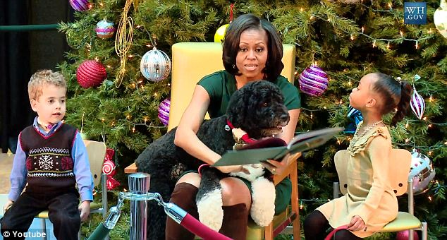 Michelle Obama reads Twas The Night Before Christmas to ...
