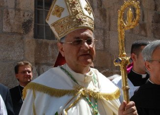 Patriarch Fouad Twal, head of the Roman Catholic Church in Jerusalem, has voiced his support for a Palestinian state during a procession to Bethlehem, the birthplace of Jesus