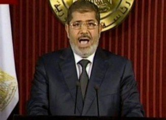 President Mohamed Morsi has annulled a decree he issued last month that hugely expanded his powers and sparked angry protests in Egypt
