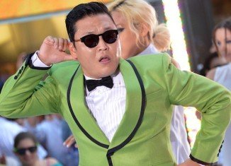 Psy, whose song Gangnam Style became an internet sensation, has apologized for taking part in anti-US protests several years ago