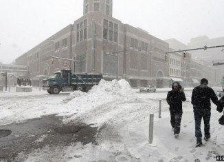 Sixteen people have been reported killed by a severe snow storm moving through the north-eastern after disrupting Christmas in the Midwest
