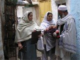 The UN has suspended an anti-polio campaign in Pakistan after three more health workers died in the latest of a spate of gun attacks
