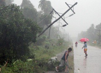 The death toll from powerful Typhoon Bopha battering the southern Philippines has risen to about 200, as rescue teams arrive in affected areas