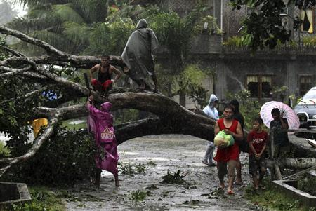 The number of people killed after Typhoon Bopha struck the southern Philippines has risen to 1,020