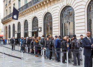 Armed robbers broke into Paris Opera Apple store on New Year's Eve, stealing goods with an estimated value of 1 million euros