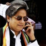 Indian minister Shashi Tharoor has called on the authorities to reveal the name of the New Delhi gang-rape victim so that a new anti-rape law can be named after her