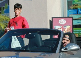 It seems all is well in the world of Rihanna and Chris Brown as they stepped out for a Slurpee together earlier this week