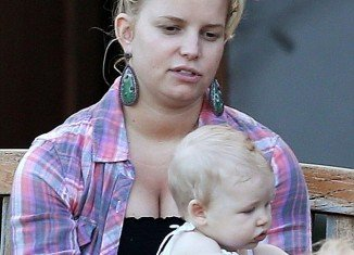 Jessica Simpson traded make-up and the hairbrush for an au naturale look while on a playdate with her daughter Maxwell last week