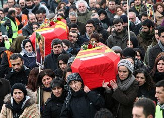Tens of thousands of Kurds have attended the funerals in Diyarbakir, Turkey, of three female Kurdish activists shot dead in Paris last week