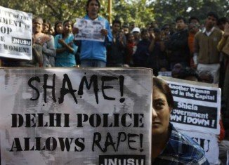 A Delhi court in India is beginning to hear evidence from witnesses in the case of the gang rape and murder of a 23-year-old physiotherapy student in December