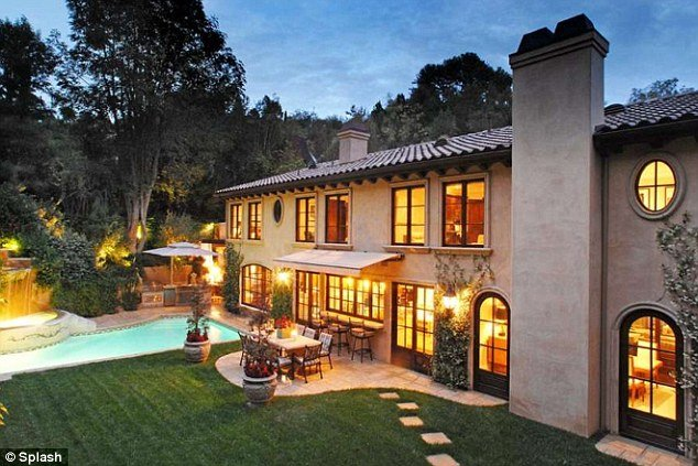 Kim kardashian sold her beverly hills mansion for 5 million for 4000 sq ft house cost