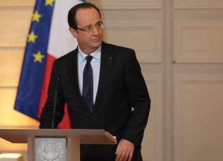 President Francois Hollande is to visit Mali, where three weeks of targeted French air strikes have forced Islamist militants to retreat