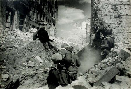 the battle of the stalingrad as the decisive battle of world war ii The battle of stalingrad was one of the most brutal battles fought in world war ii.