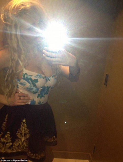 Amanda Bynes has come back with another bizarre tweet revealing she feels pudgy 484x640 photo