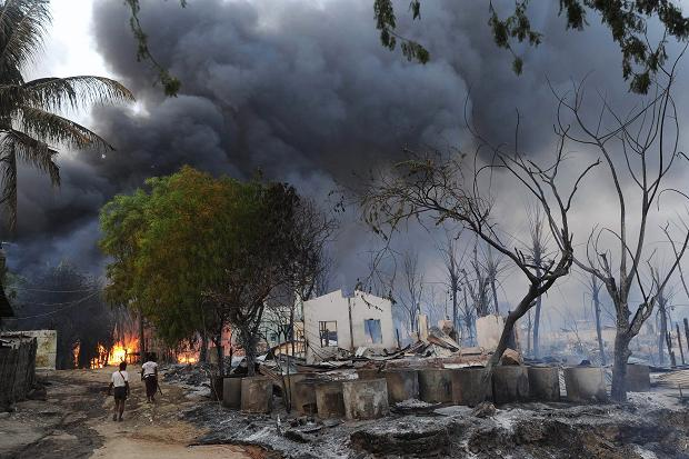 Burma has imposed a state of emergency in Meiktila following three days of communal violence between Buddhists and Muslims photo