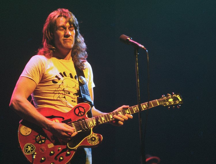 Efemérides - Página 5 Guitarist-Alvin-Lee-a-member-of-the-band-Ten-Years-After-has-died-aged-68