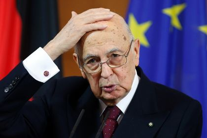 Italy's President Giorgio Napolitano has said he will ask a select group of people to offer a policy platform to try to end the impasse in forming a new government