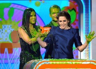 Kristen Stewart looked happy and full of fun on Saturday when she accepted the award for Favourite Movie Actress