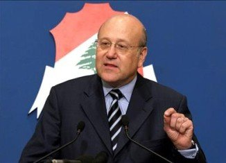 Lebanon's PM Najib Mikati has announced the resignation of his entire cabinet