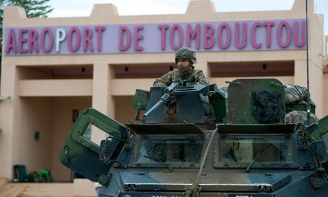Mali's army has been fighting Islamist rebels in the northern city of Timbuktu after a suicide bomber attempted to attack an army checkpoint