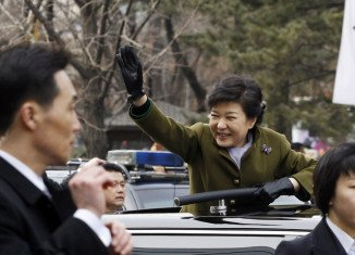 "Newly elected South Korean President Park Geun-hye has warned that the country is facing ""unprecedented"" political deadlock which is hampering economic progress"