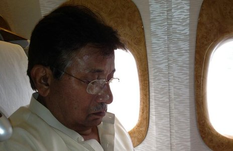 Pervez Musharraf has left Dubai on a plane to Karachi, ending his self-imposed exile and defying death threats