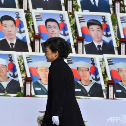 South Koreas President Park Geun hye spoke in Daejeon where the 46 sailors who died when the Cheonan warship sank on 26 March 2010 are buried photo