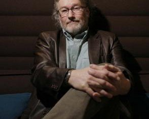 Iain Banks has said the messages of support he has received from fans since announcing he has terminal cancer have been astounding