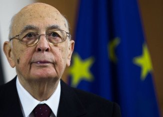 Italy's President Giorgio Napolitano has been re-elected following a cross-party appeal to run for office again to resolve a growing political crisis