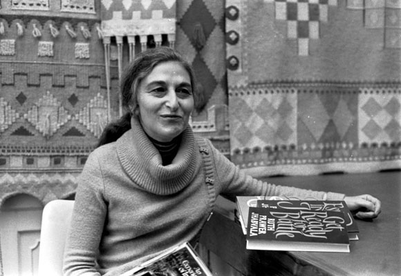 Novelist Ruth Prawer Jhabvala, whose scripts for Howards End and A Room With A View earned her two Oscars, has died at home in New York at the age of 85