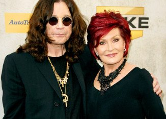 Ozzy Osbourne has posted a Facebook message denying reports he and wife Sharon are divorcing