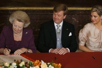 Queen Beatrix, Prince Willem-Alexander and his wife Princess Maxima signed the deed