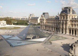 The Louvre Museum in Paris did not open on Wednesday due to a strike organized by staff protesting over pickpockets