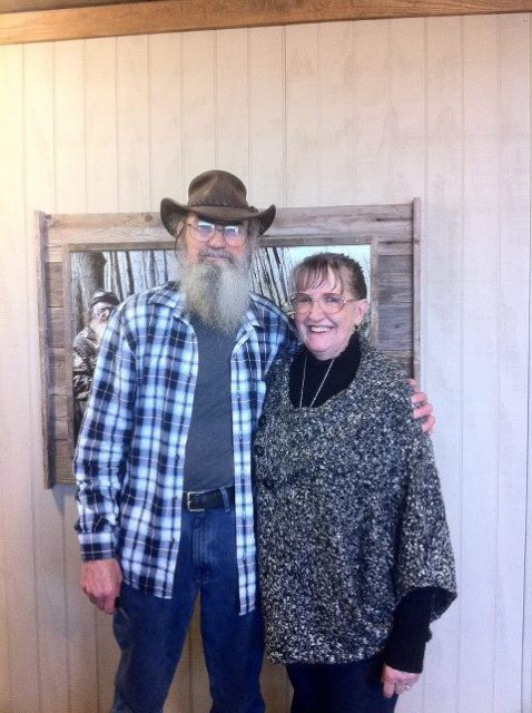 Although Si Robertson's wife Christine chose not to be on the program for whatever unknown reason her whole life is now upside down with the chaos from Duck Dynasty 478x640 photo