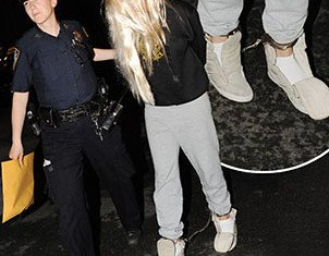 Amanda Bynes photographed in leg shackles following her arrest