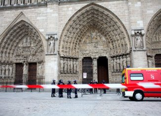 French police says a 78-year-old man, named as Dominique Venner, has killed himself inside the cathedral of Notre-Dame de Paris, causing its evacuation.
