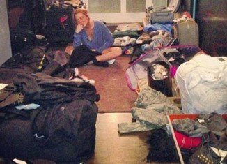 Lindsay Lohan packing before entering to rehab for a court-ordered 90 days