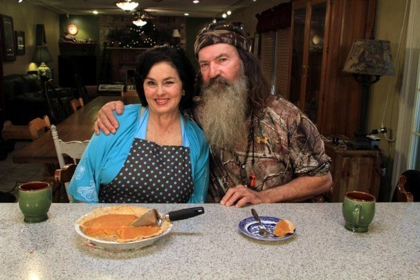 Phil-Robertson-and-his-wife-Miss-Kay-sliced-some-sweet-potato-pie-and