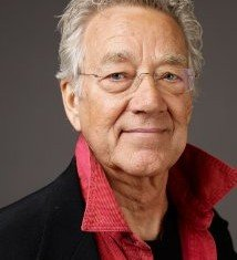 Ray Manzarek, keyboardist and founder member of the 1960s rock band The Doors, has died after a long battle with cancer at the age of 74