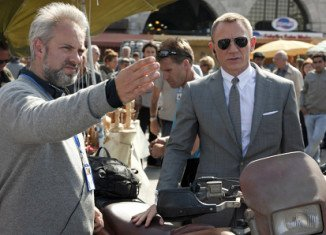 Sam Mendes has resumed talks with the producers of the James Bond films about the possibility of directing the next in the series