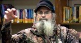 Si Robertson is one of the stars of A&E's newest hit show Duck Dynasty and is the younger brother of family patriarch Phil Robertson
