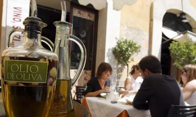 Starting with 2014, the European Commission will ban the use of refillable bottles and dipping bowls of olive oil at restaurant tables