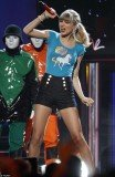Taylor Swift snagged not one but eight statues at the 2013 Billboard Music Awards stage in Las Vegas