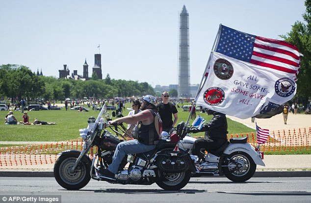 The Washington Mall and the Pentagon rumbled with a quarter of millions of motorcycles on as Rolling Thunder rumbled into the capital