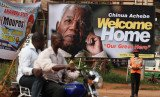 Thousands of mourners are attending the funeral of renowned author Chinua Achebe in his Nigerian home town of Ogidi in Anambra state