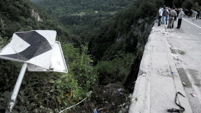 At least 18 Romanians were killed after a bus plunged off Moraca river bridge in Montenegro photo