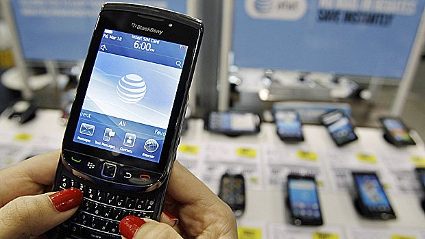 Blackberry maker shares have dived after it reported an 84 million loss for Q1 2013 photo