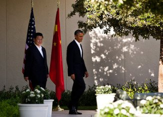 China's President Xi Jinping and US President Barack Obama have begun a two-day summit in Palm Springs