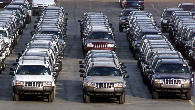Chrysler has finally agreed to voluntarily recall 2.7 million Jeeps that could be at risk of fuel tank fires photo